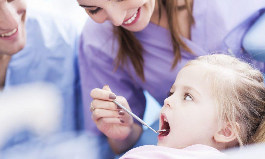 7 sai lầm khi chăm sóc răng cho trẻ mà mẹ thường mắc phải | Shopsua.vn